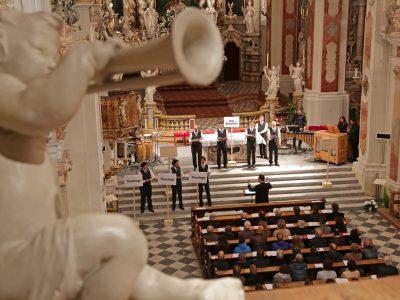 """VieVox (ehem. Wiener Sängerknaben), Magdalena Hasibeder (Orgel), Leitung: Guido Mancusi / """"Licht und Schatten"""" / 29.04.2019 Stiftskirche Kloster Neustift"""